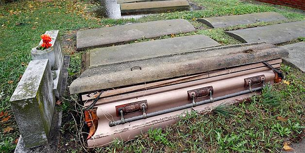 hurricane-sandy-casket