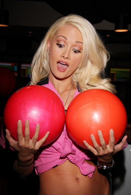 bowling_for_boobies_26_wenn2121766