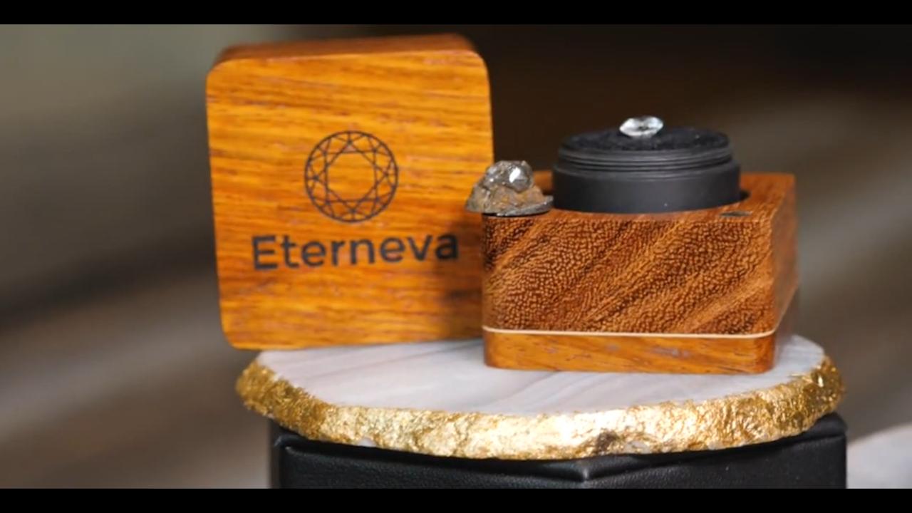 Eterneva便通過線上的方式讓客戶能夠和殯儀館及火葬場業者完成簽約和服務的工作。
